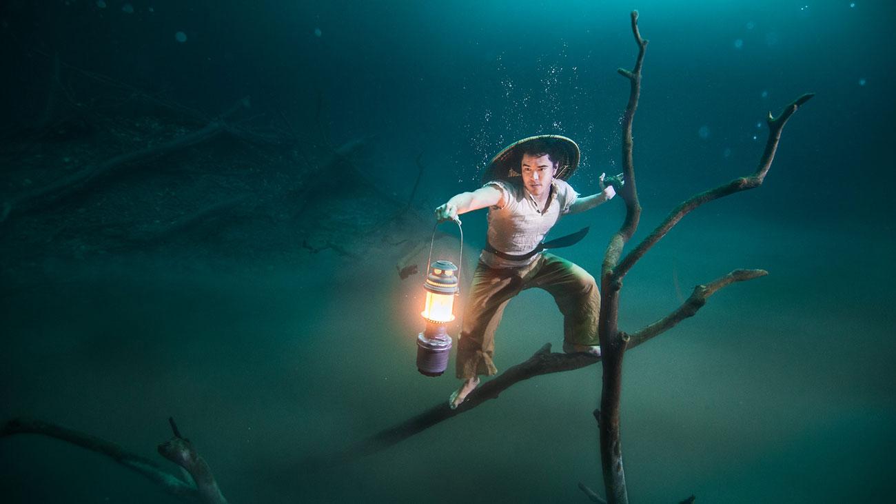 Benjamin Von Wong - Underwater Аisherman
